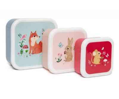 Tres cajitas de almuerzo de diferentes tamaños, colores y diseños de la artista Nina Stainjer